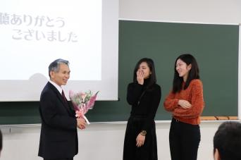 【国際学科】中村圭三教授 最終講義「自然と感動の記録」を実施